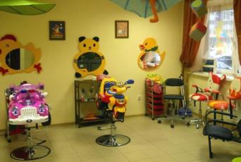 Детские парикмахерские кресла и зеркала